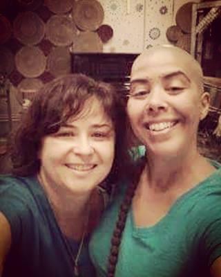 Patricia Santanna e Saraswati Dassi sorrindo para uma selfie